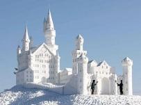 giant snow sculpture 1