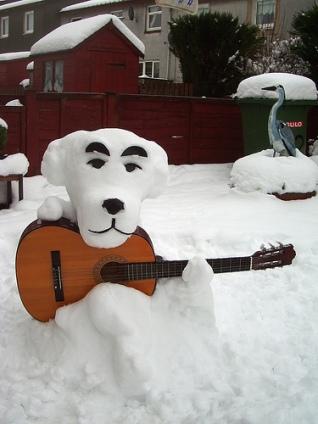 Snow-Sculpture-Dog-with-Guitar