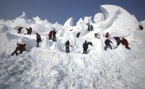 snow_sculpture_taking_shape