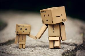 tiernos_robots_hechos_con_cajas_de_amazon_jTn_wide