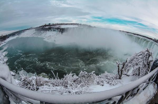Frozen-Niagara-falls3