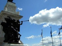 statue-cloud-perfect-timing-photo